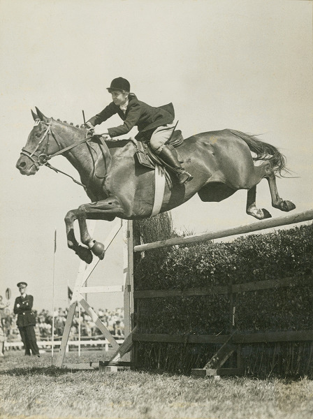 RDS_horseshow_Iris Kellett and Rusty_Blackpool_1947.tif