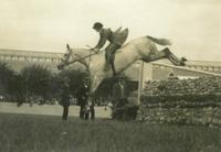 RDS_horseshow_Mrs Jackson on Gloaming_1925.tif